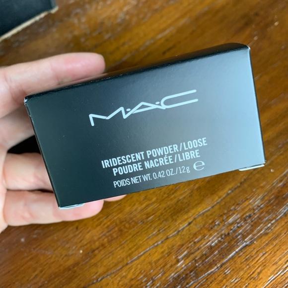"Mac Iridescent Powder in ""Silver Dusk"""